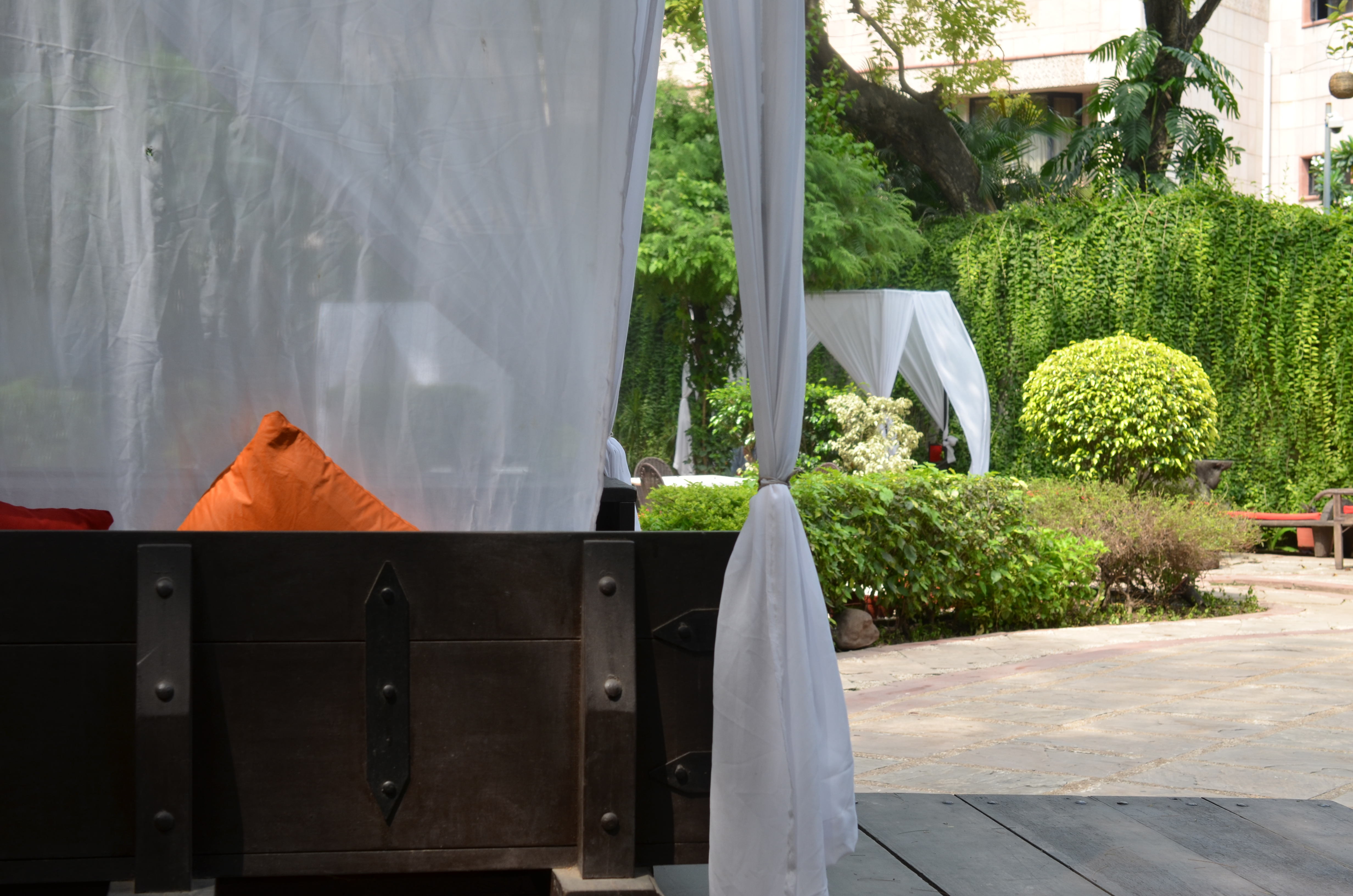 Lodi the garden restaurant new delhi india meet me for Decor international delhi